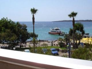 Apartment 1,2,3 bedroom. balcony, stunning seaview, 50 mtrs from beach wifi,