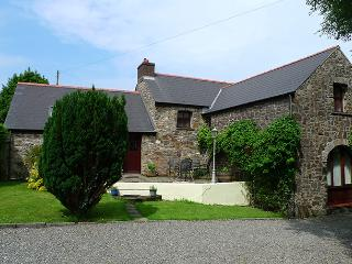 Pet Friendly Holiday Cottage - Smugglers, Nr Aberbach Bay, Dinas, Dinas Cross