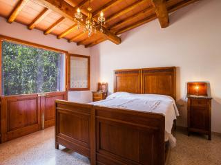A suite in the sun of the green hills of the Chianti area