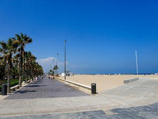 Neptuno I en 1º línea de la playa de Valencia