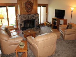 BV104DD Nice Condo with Elevator, Wifi, Wood Fireplace, Clubhouse access, Silverthorne