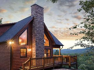 INSPIRING VIEWS, HOT TUB, GAS GRILL, 3 MASTER SUITES WITH KING BEDS, Mineral Bluff