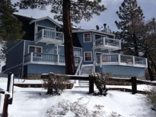 Blue Moon Lodge: Views, Foosball, Romantic Master, Big Bear Lake