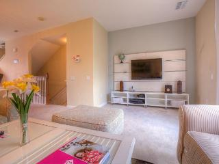 Beautiful 3BD/3.5BA townhome located in the Vista Cay Resort!
