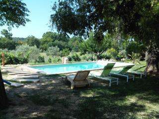 Countryside, Just 1,5 km from historical center, Air conditioner, heated pool