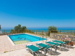 Maroulas Villa Ioanna, panoramic view and pool!