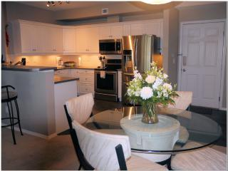 Wow! 1560 sq. ft suite 2 bed and den (sleeps 6), Kelowna