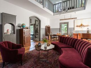 DeWitt Oak Hill, Historic 1865 Inn