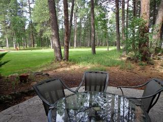 Condo located on the Pinetop Lakes CC golf Tbox, Pinetop-Lakeside
