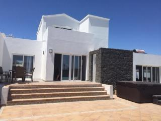 Montana 8 - Peaceful, Private, Just Perfect, Playa Blanca