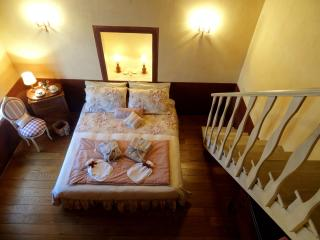 Umbria Romantic getaway B&B room