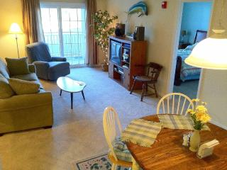 Very Clean Located near the trail, outlets + town!, Rehoboth Beach