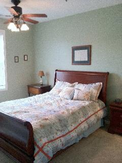 Master Bedroom, ceiling fan and queen bed