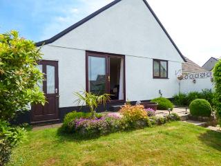 PEEWIT, pet-friendly cottage with WiFi, off road parking, south-facing bungalow in St Keyne, Ref. 7406, Herodsfoot