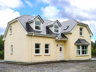 LOUNAGHAN HOUSE, en-suites throughout, solid fuel stove, close to the coast