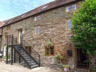 THE GALLERY, beautiful second floor apartment, en-suite, walks from the door, near Craven Arms, Ref 923765