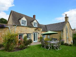 PGRMC Cottage situated in Moreton-in-Marsh (2mls W)