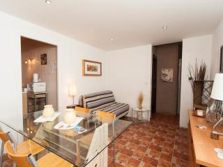 Eixample Izquierda : 3 bedrooms, clean. central with outdoor patio !!!
