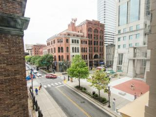 Downtown Private Luxury Loft | Steps to Broadway w/ Free Parking!