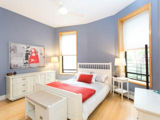 Large, Bright, and Renovated 1BR in Brownstone, New York