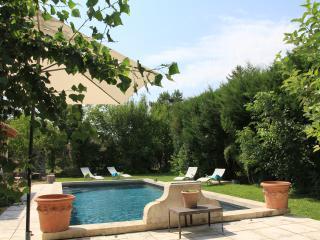studio piscine à 2 mn à pied du centre, L'Isle-sur-la-Sorgue