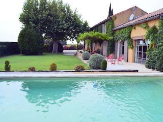 Violes Vaucluse, Superb landhouse 6p. in the Cote du Rhone vineyards, private