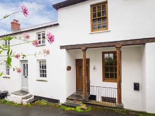 PILLAR HOUSE, Grade II listed property with character features, WiFi, near harbo