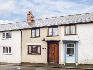 TUC-TIN, terraced cottage,character cottage with old range, garden, in Clun