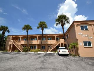 Sea Treat 11- 2nd Floor 2 Bedroom Gulf Side Condo - Small Dog Friendly!, Indian Rocks Beach