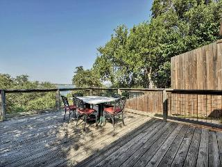 2BR/2BA Amazing House w/Lake View, Volente, Sleeps 4, Leander