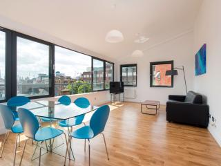 Stunning 2 Bed Penthouse with City Views