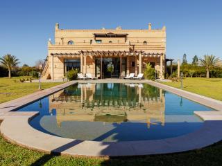 Modern villa with a traditional architecture, El Aggada