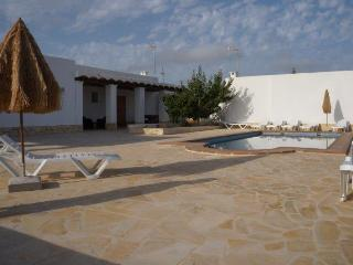 16pax villa in Sta. Eulalia with swimming-pool, Santa Eulalia del Rio