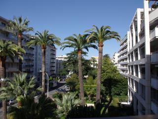 Cannes Carré d'Or 150m Croisette et plage