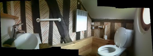 Vue panoramique de la salle d'eau-wc au 1ier étage