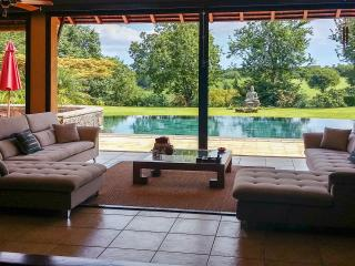 Luxury villa in Mauritius' Tamarina golf resort w/ sunny terrace, private pool, air con and WiFi