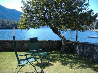 Lake Como-Ossuccio apartment directly on the lake