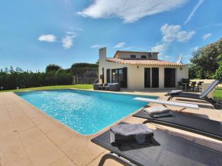 Villa avec piscine chauffée clim Wifi tennis, Valbonne