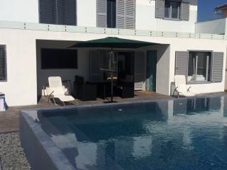 Casa com piscina a 50m da praia