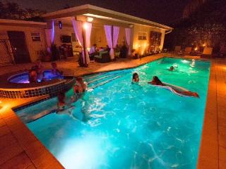 Miami-fun private sanctuary - pool + 2 Jacuzzi's