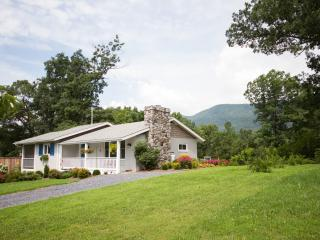 Mountain Meadow Cottage, Luray