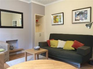 AJEM 5 South Sloan Street 2 bed sleeps 6 free wifi, Edinburgh