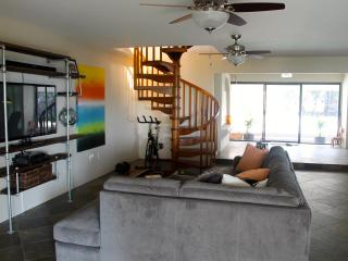 NEW - SLEEPS 14! POOL/HOT TUB & OCEANVIEW, Kailua-Kona