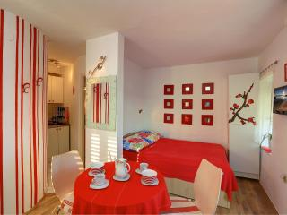 Kastela Apartments- Red studio