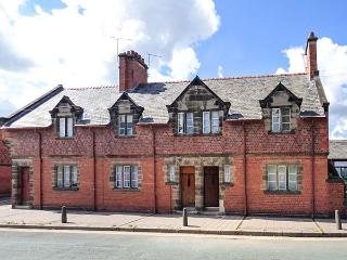 HANDBRIDGE COTTAGE Grade II listed, woodburning stove, close to city centre in Chester Ref 917786