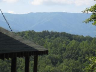 2BR cabin with mountain views, hot tub, game room.