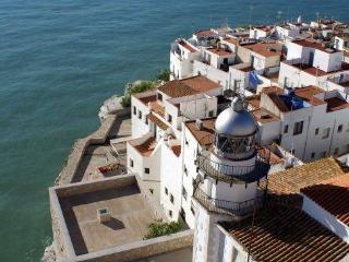 Peñíscola, pueblo amurallado en el mar