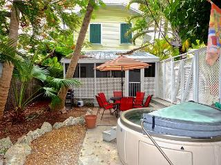 Tropical Hideaway-  2 BR Condo w/ Hot Tub & Lush Surroundings! Close To Beach, Key West