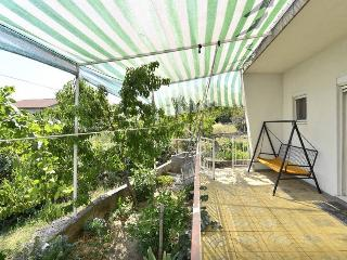 Adorable & Tidy Apartment 10km from Split for 10, Kastel Sucurac