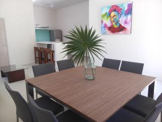 FAMILY FRIENDLY VACATION HOME - KITCHEN, WIFI & AC, Akumal